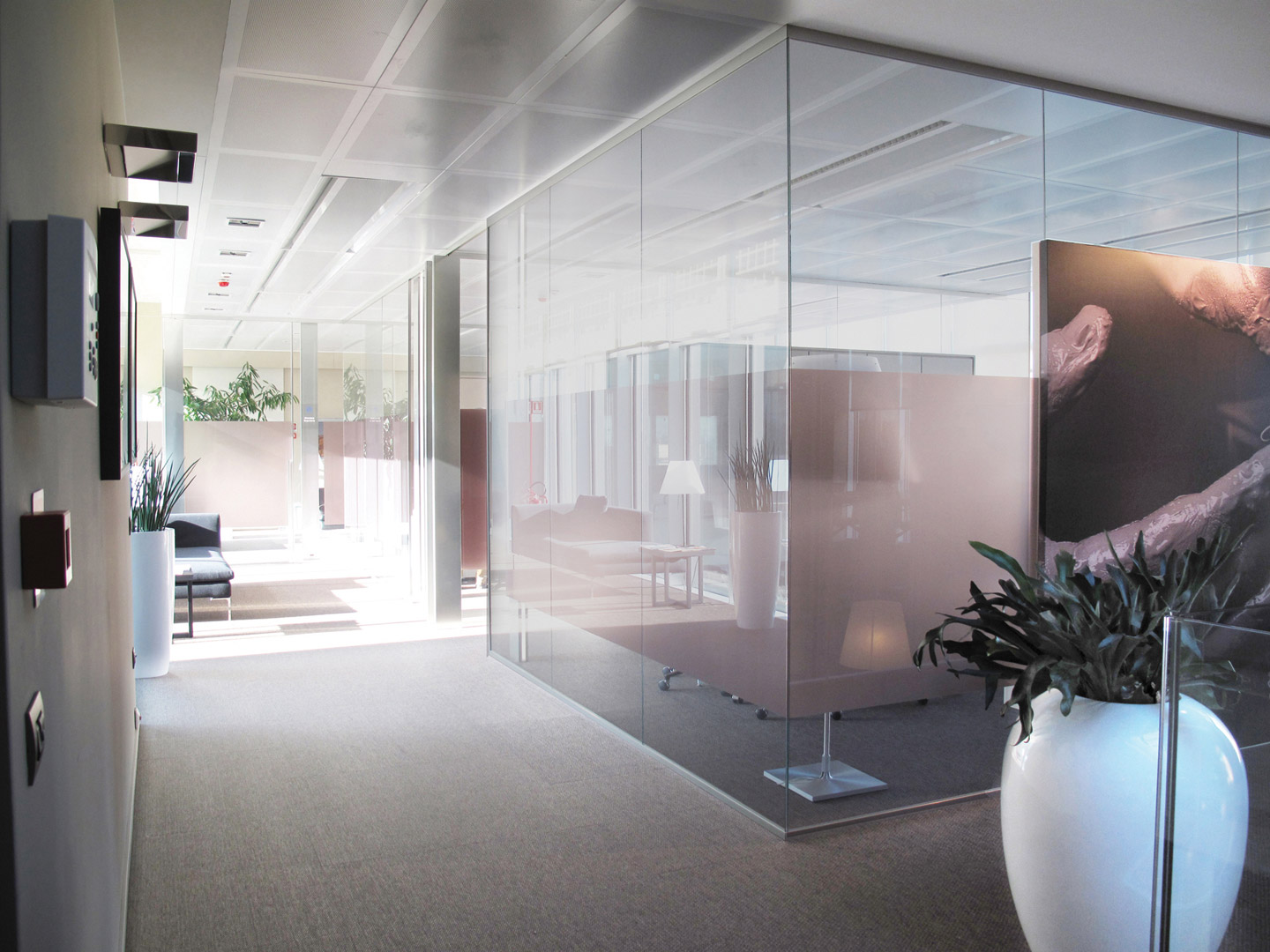 Demountable and fitted wall partitions for offices: designed
