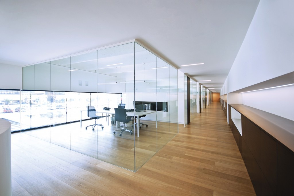 Glass divider partitions by zi creative are the hallmark for Mobili per ufficio e design